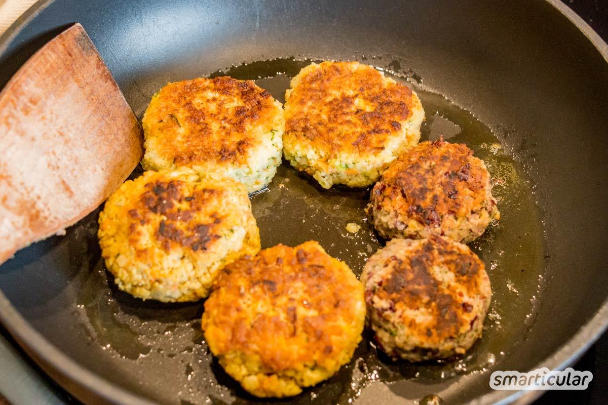 Vegetarische Frikadellen, auch Buletten oder Fleischpflanzerl genannt, lassen sich zum Beispiel mit Haferflocken, Kidneybohnen oder Tofu zubereiten - besser als das Original!