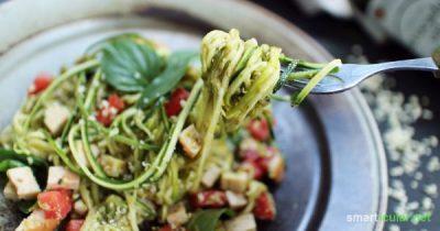 Mehr Gemüse zu essen ist mit diesen Zucchini-Spaghetti ganz einfach. Sie sind glutenfrei, kohlenhydratarm und außerdem eine leckere Abwechslung.