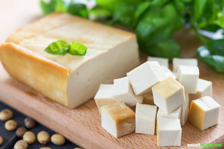 Tofu ist langweilig? Von wegen! Hier erfährst du, welche Tofu-Sorten es gibt, und wie du sie vielseitig auch in der schnellen Küche verwenden kannst.