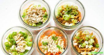 Vergiss Instant-Suppen im Plastikbecher - mit diesem Rezept kannst du Instant-Suppe aus frischen Zutaten auf Vorrat selber machen, perfekt fürs Büro und als schnelle Mahlzeit.