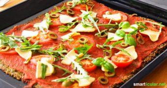 Diese Pizza hat Suchtpotenzial und ist auch noch gesund! Tausche weißes Mehl gegen nährstoffreiches Gemüse und Kerne im Boden und genieße ganz ungehemmt.