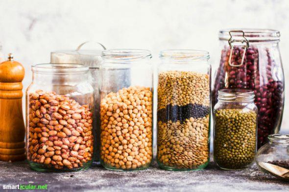 Müllvermeidung in der Küche: Mit diesen Tipps kannst du deine Küchenabfälle stark reduzieren und Einwegverpackungen sowie Lebensmittelreste sinnvoll weiter nutzen.
