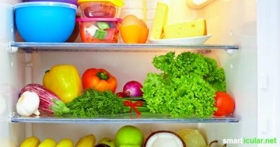 Wenn in deinem Kühlschrank Lebensmittel verderben, dann nutzt du ihn womöglich falsch. Hier erfährst du, wie du den Überblick behältst, was wohin gehört und welche Lebensmittel besser draußen bleiben.