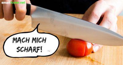 Um deine Küchenmesser zu schärfen, brauchst du kein extra Zubehör wie Wetzstahl oder Schleifstein. Die Tageszeitung und eine Tasse erfüllen den gleichen Zweck!