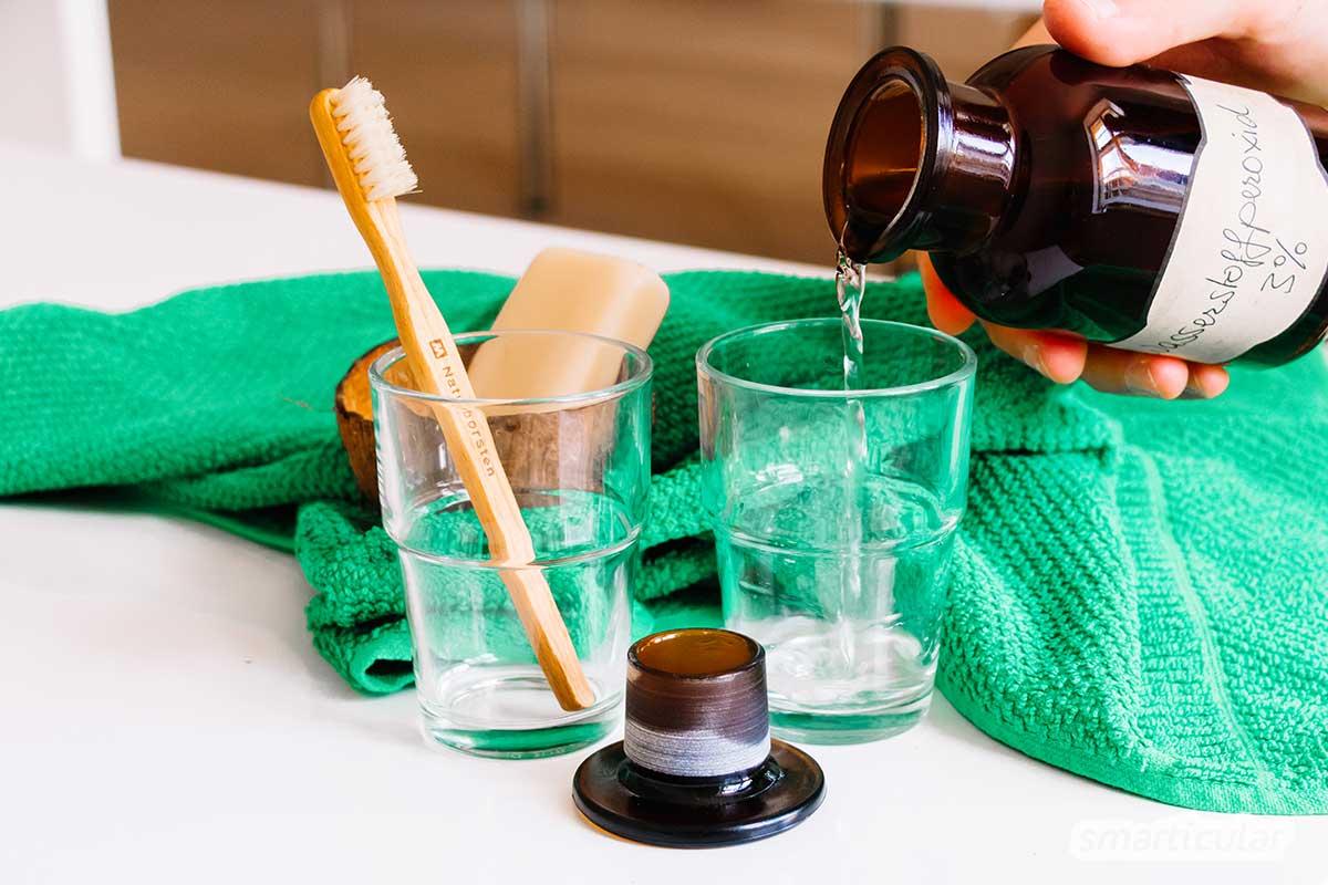 Einfach und effektiv: Mit Wasserstoffperoxid (H2O2) kannst du leicht ein Mundwasser selber machen, das desodoriert und gegen Entzündungen wirkt.