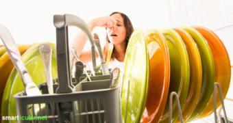 Schluss mit Gerüchen aus dem Geschirrspüler und schlechter Waschwirkung - Mit Hausmitteln wie Essig, Natron und Co. wird er wieder sauber und geruchsfrei.