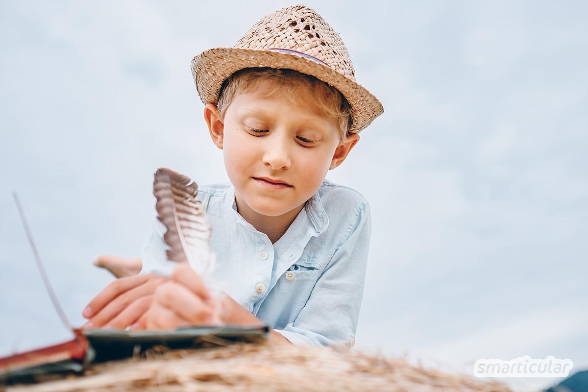 Spielzeug aus der Natur findet sich an jedem Urlaubsort. Lass Lego, Spielkonsole und überflüssiges Gepäck zu Hause!