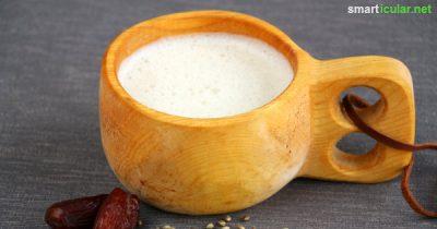 Hanf steckt voller gesunder Vitalstoffe, zum Beispiel für eine köstliche Milch-Alternative! Geht einfach, schmeckt nussig und ist preisgünstiger ist als das Fertigprodukt.
