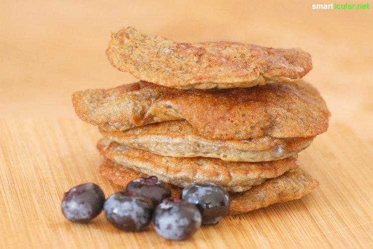 Diese Pancakes aus nur drei Zutaten sind in der schnellen Frühstücksküche ein echtes Highlight. Und sie kommen ganz ohne Mehl, Zucker und Milch aus.