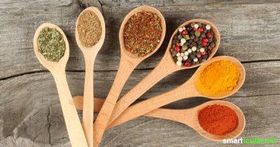 Wir essen im Schnitt mehr als doppelt so viel Salz, wie gesund wäre! Wie du das mit einfachen Tricks ändern kannst, erfährst du hier.