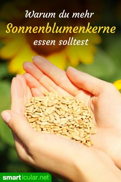 Wusstest du, wie gesund Sonnenblumenkerne sind? Als pflanzliche Proteinquelle und Lieferant zahlreicher Mineralien und Vitamine sollten sie auf deinem Speiseplan nicht fehlen.