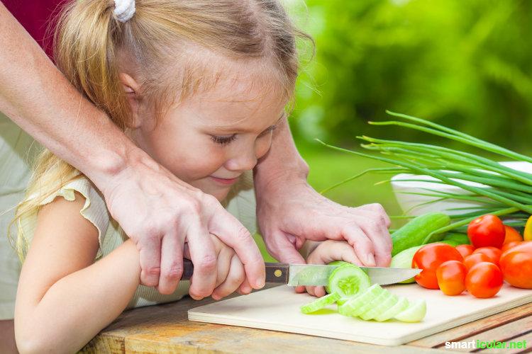 Ist dein Kind ein Gemüsemuffel? Mit diesen Tipps kannst du den Nachwuchs spielerisch und ohne Druck für Kräuter und Gemüse begeistern.
