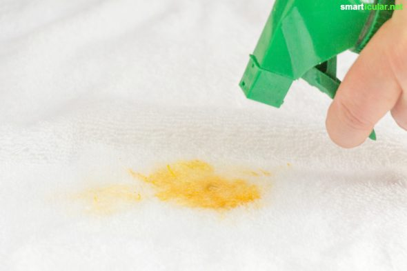Bei hartnäckigen oder undefinierbaren Flecken musst du nicht gleich zu teuren Spezialprodukten greifen. Dieses umweltfreundliche Vorwaschspray aus 3 Hausmitteln wird mit vielen Verschmutzungen ebenso gut fertig.