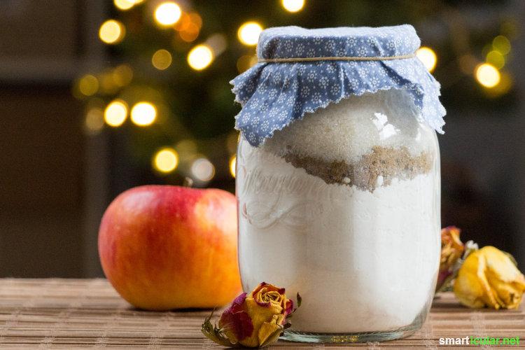 Eine hübsche Backmischung im Glas für Apfelkuchen kannst du ganz mühelos selber machen und als kleines Geschenk für Freunde verwenden.