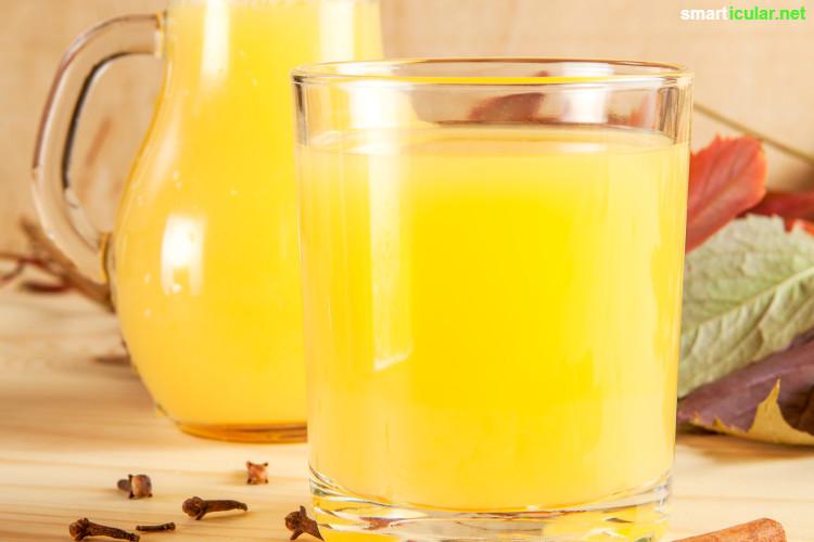 Für den vollen Glühwein-Genuss braucht es keinen Alkohol. Drei Rezepte für fruchtige Varianten des Heißgetränks findest du hier - auch für Kinder geeignet!