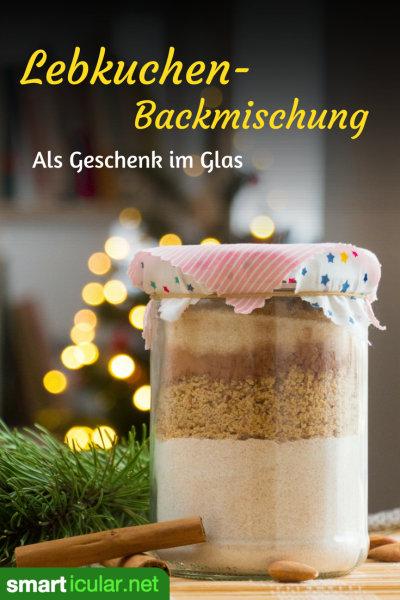 Weihnachtliche Backmischungen im Glas sind praktisch und eignen sich bestens als kleines Geschenk aus der Küche. Mit diesem Rezept für Lebkuchen vom Blech kannst du sie leicht und preisgünstig selbst herstellen.