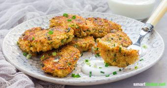 Vergiss Chicken-Nuggets - so machst du herzhafte Nuggets aus Quinoa, dem protein- und nährstoffreichen Pseudogetreide.