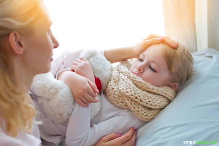 Bei typischen Erkältungssymptomen wie Halsschmerzen, Fieber oder Ohrenschmerzen können heilsame Auflagen und Wickel die Symptome auf natürliche Weise lindern.