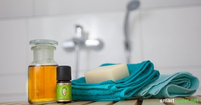 Statt ein teures Erkältungsbad zu kaufen, kannst du es mit pflanzlichen Ölen und ätherischen Ölen leicht selbst herstellen - für ein spontanes Bad oder gleich auf Vorrat.