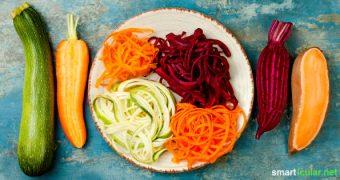 Statt Nudeln aus vitalstoffarmem Weißmehl zu essen, kannst du verschiedene Gemüsesorten in leckere und gesunde Gemüsespaghetti verwandeln. Das schmeckt sogar Kindern!