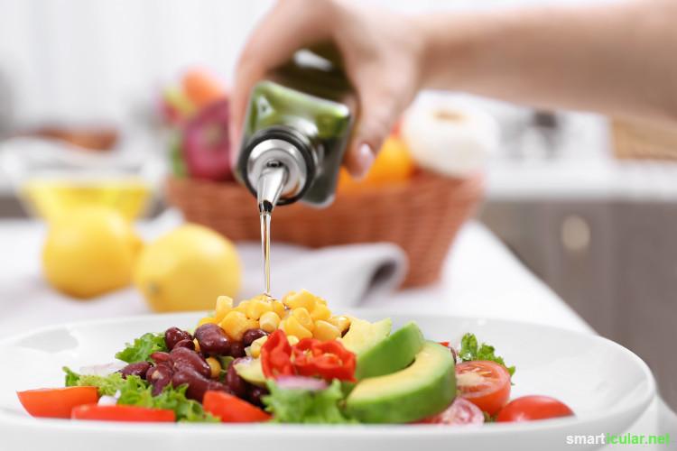 Kochen, Braten, Dünsten, Grillen … Welche Pflanzenöle eignen sich wofür? Mit dem richtigen Öl für jeden Zweck kannst du deinen Speiseplan mit vielen Vitalstoffen bereichern.
