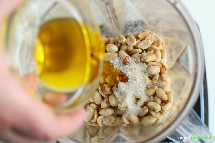 Warum Erdnussbutter mit Palmöl und Konservierungsstoffen kaufen? Du kannst die vielseitige Creme auch viel gesünder selber machen!