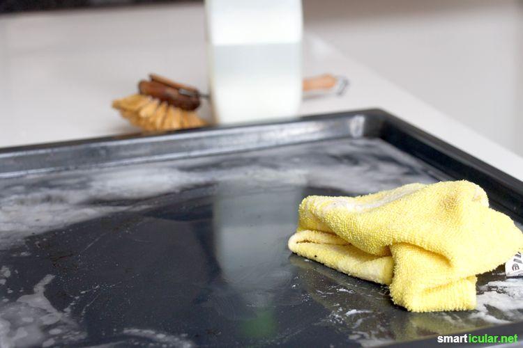 Statt ätzende Spezialprodukte zu kaufen, kannst du einen effektiven Backofenreiniger mit Hausmitteln ganz einfach selber machen - deiner Gesundheit und der Umwelt zuliebe.