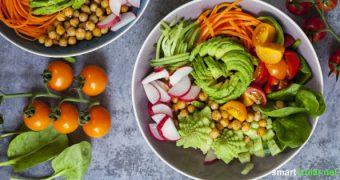 Rohkost ist nicht nur gesund, sondern auch bunt und lecker! Diese 3 rohköstlichen Gemüse-Rezepte sind schnell zubereitet und zudem ein echter Blickfang.
