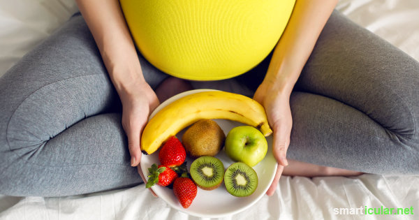 Frauen-Vitalstoffe kannst du auch ohne Tabletten, nur durch die Ernährung zu dir nehmen. So kommst du gesund durch Menstruation, Schwangerschaft und Wechseljahre.