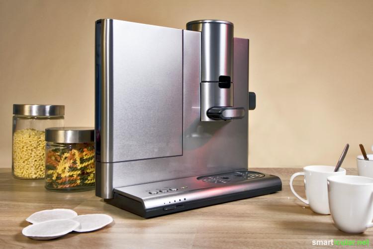 Teure Spezial-Entkalker für die Kaffeemaschine kannst du dir sparen, denn einfache Hausmittel befreien dein Gerät preiswert und umweltfreundlich von Kalkablagerungen.
