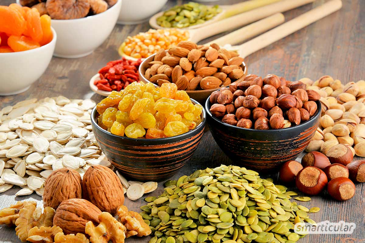 Viele Mineralstoffe sind für den Körper essentiell, eine Unterversorgung kann schwerwiegende Folgen haben. Wofür sie verantwortlich sind und welche Nahrungsmittel besonders reichhaltig sind, erfährst du hier.