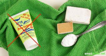 Mit diesen Hausmitteln kannst du auf Tuben-Reisewaschmittel getrost verzichten. Sie sind preiswert, fast überall zu haben und sorgen ohne giftige Chemie für saubere, frische Kleidung.