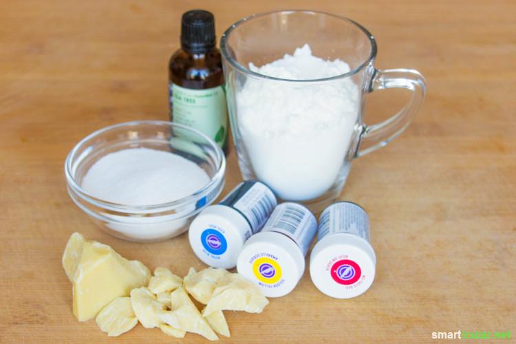 Shampoo-Bars sind schnell hergestellt und kommen im Vergleich zu herkömmlichen Pflegeprodukten mit nur wenigen Zutaten aus. Sie sparen Geld und Verpackungsmüll und schonen die Umwelt!
