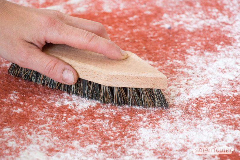Wenn der Teppich fleckig und schmuddelig aussieht, brauchst du keinen teuren Spezialreiniger. Mit selbst gemachtem Reiniger aus Hausmitteln wird er wieder richtig sauber!