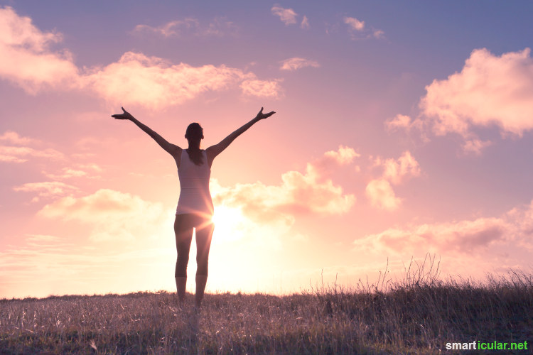 Atemübungen sind eine schnelle und sehr effektive Art, um Stress abzubauen und das Wohlbefinden zu fördern. Dieser Beitrag stellt dir drei wunderbare Methoden vor.