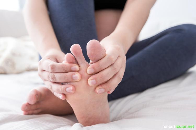 In vielen Fällen helfen einfache Hausmittel, lästigen Fußpilz schnell wieder loszuwerden. Wer einige Tipps beachtet, kann einem neuerlichen Befall leicht vorbeugen.