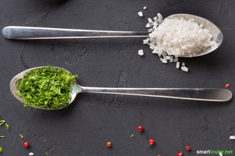 Petersilie kann mehr als nur Quark und Suppen zu aromatisieren! Probiere doch mal eines dieser Rezepte aus, um sie vielseitig zu nutzen und zu konservieren.