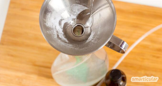 """Wenn es im WC mal wieder """"duftet"""" oder im Wohnzimmer der Geruch vom Kochen hängt, hilft dieses Raumspray mit Natron, das du einfach selber machen kannst."""