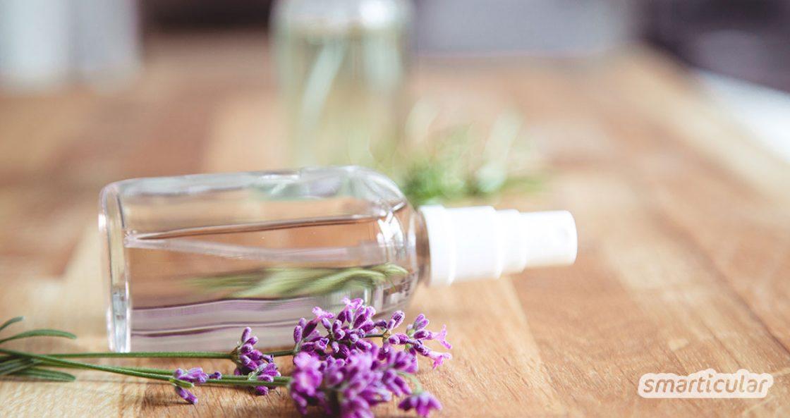 Erfrischungsspray kannst du leicht selbst herstellen! Das spart Abfall und du pflegst die Haut mit natürlichen Inhaltsstoffen.
