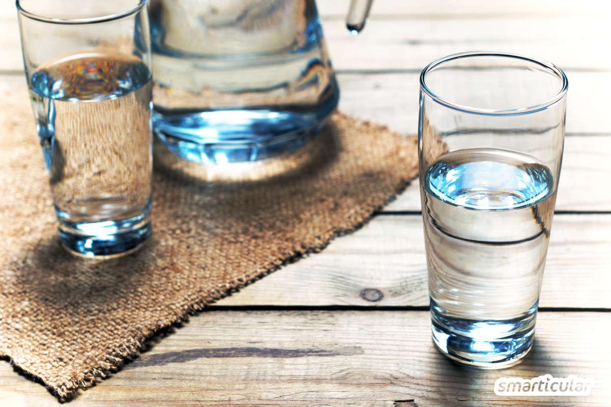 Wenn dir schwere Beine und geschwollene Füße und Hände zu schaffen machen, kannst du mit einfachen Mitteln die Entwässerung unterstützen - ganz ohne Tabletten.