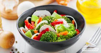 Ernährungsumstellung hilft bei Pickeln und Akne: Statt bloß Süßes und Fettiges zu vermeiden, kannst du gezielt zu Lebensmitteln greifen, die deine Haut aktiv gegen Pickel unterstützen.