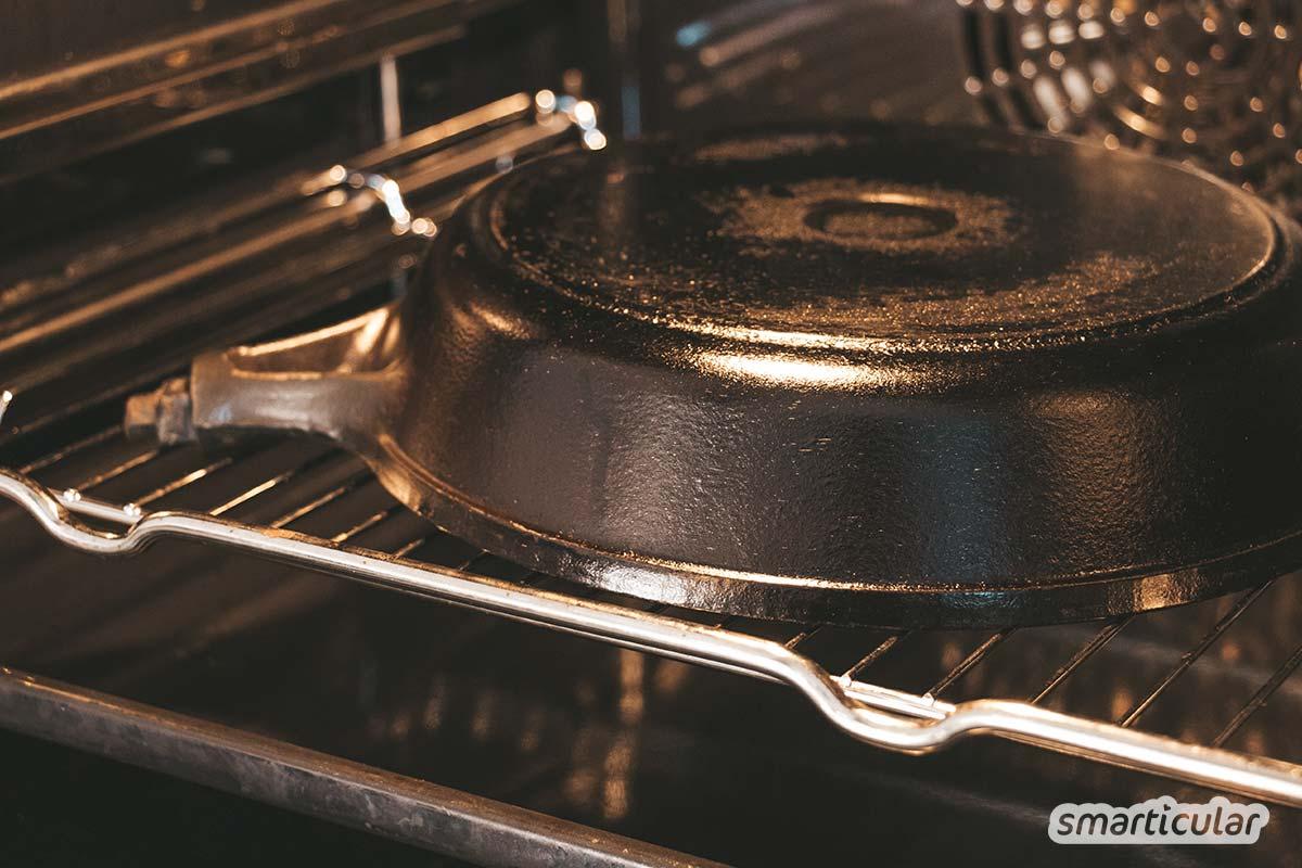Eine Eisenpfanne kann durch Einbrennen mit einer natürlichen und lange haltbaren Antihaftbeschichtung ausgestattet werden - viel besser als die gesundheitsschädliche Teflonpfanne!