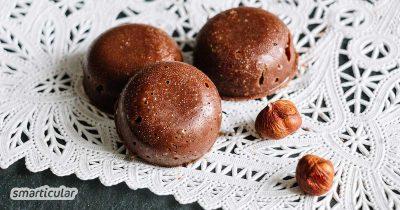 Die Hauptzutat von Nougat soll Zucker sein? Mit selbst gemachter Nougat-Schnittmasse kannst du hochwertige Zutaten verwenden - für den vollen Haselnussgeschmack.