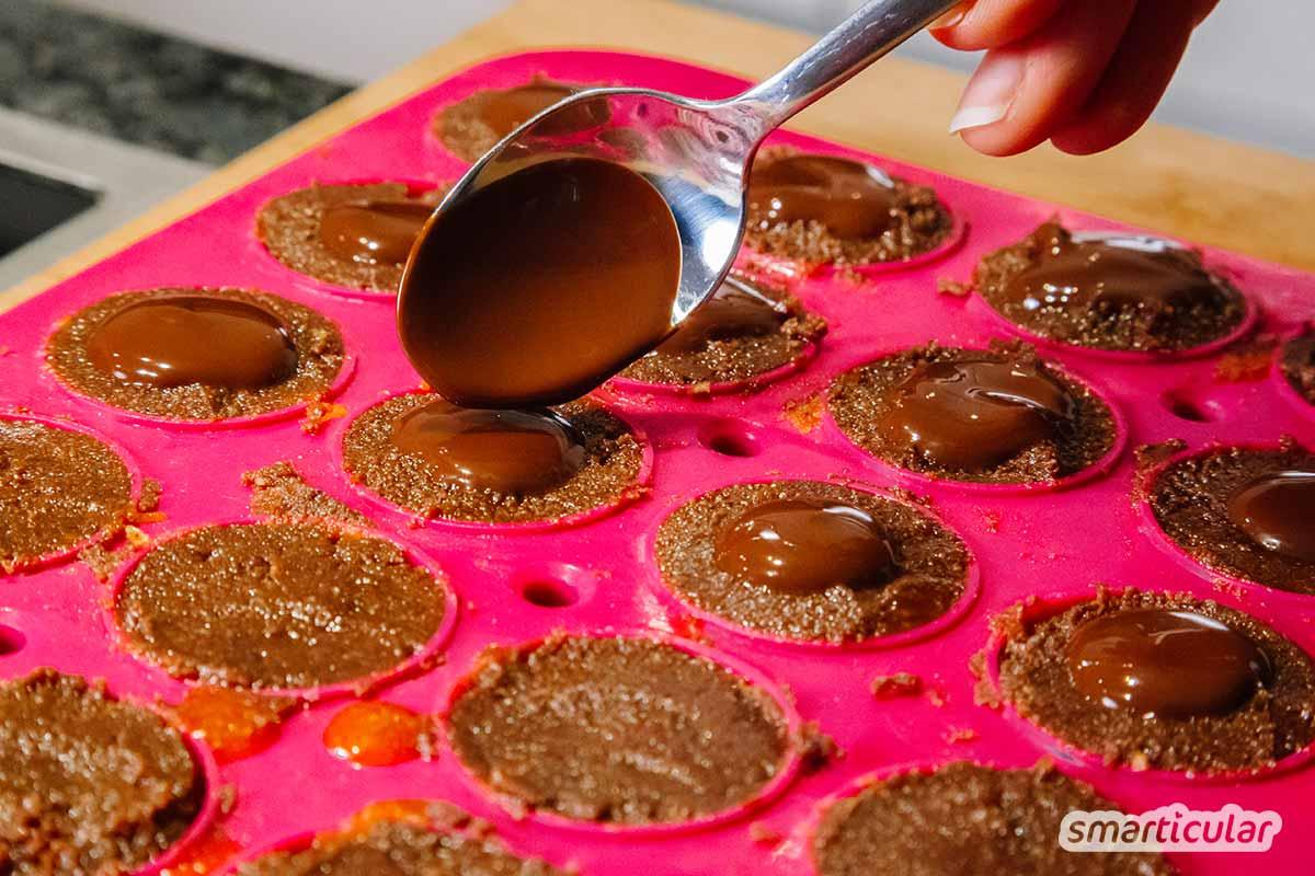 Wer kennt sie nicht, die köstlich karamell-nussigen Toffifee! Mit diesem einfachen Rezept kannst du sie auch ohne unerwünschte Zusatzstoffe und Plastikverpackung nachmachen und genießen.