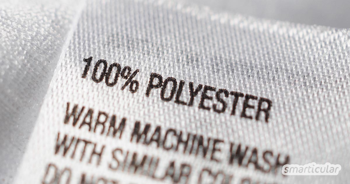 Synthetische Fasern in Kleidungsstücken gehören zu den Hauptverursachern von umweltschädlichem Mikroplastik. Diese Tipps helfen, das Problem zu vermeiden.