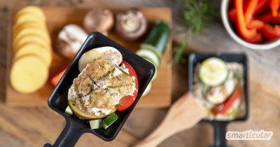 Wer zu Silvester lieber vegan speisen will, braucht auf Raclette trotzdem nicht zu verzichten. Auch vegane Käsealternativen bringen zartschmelzenden, überbackenen Genuss ins Pfännchen.