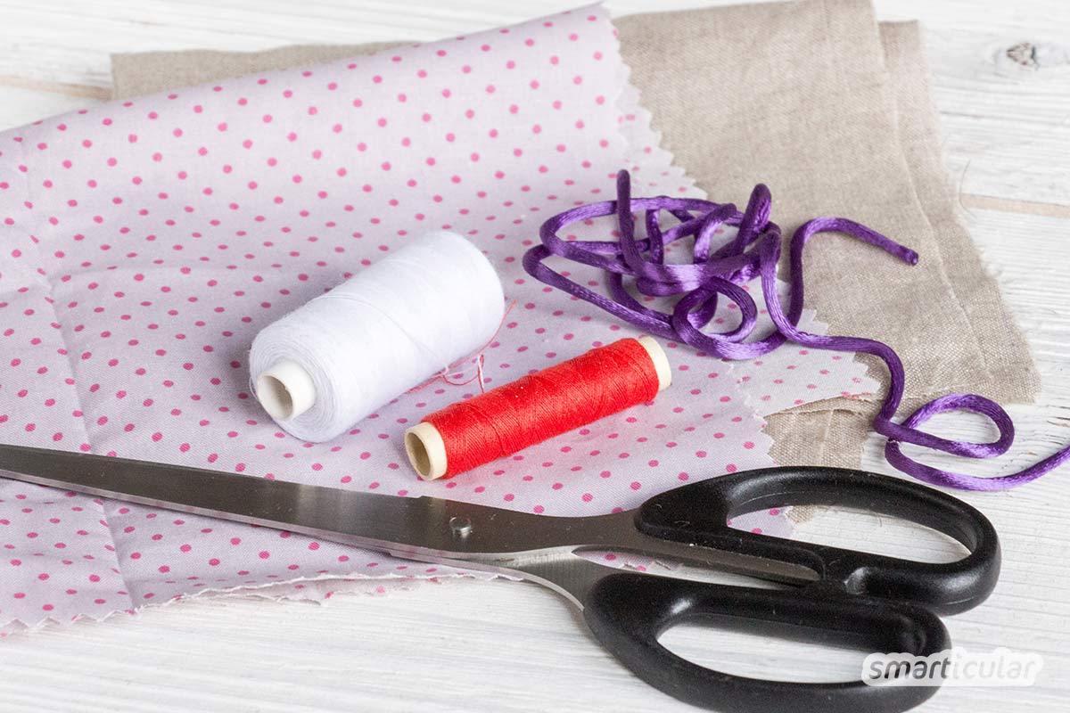 Statt für Besteck, Zahnbürste oder Stifte spezielle Etuis zu kaufen, kannst du dieses universelle plastikfreie Täschchen aus Stoffresten einfach selber nähen.