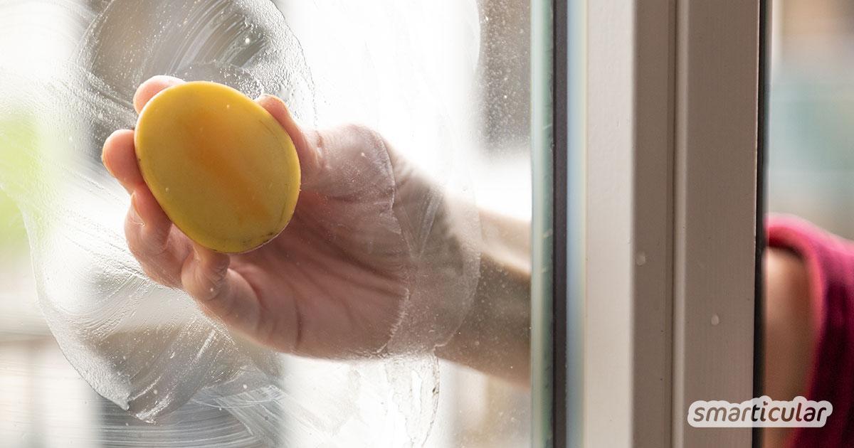 Um die Fenster natürlicher und fast mühelos zu putzen, kannst du einen Reiniger aus Stärke und Essig selbst herstellen. Er sorgt für glänzende Scheiben mit Abperleffekt.