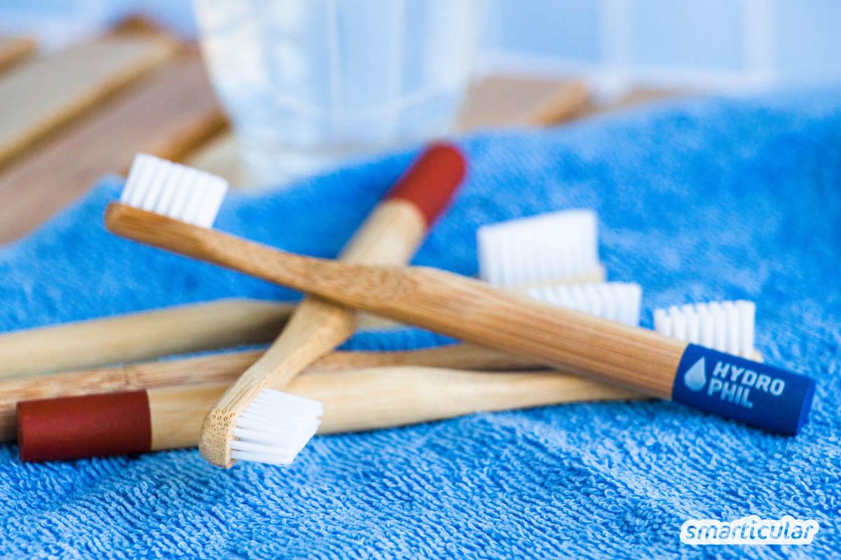 Bei der herkömmlichen Zahnpflege entsteht jede Menge Plastikmüll - doch mit diesen plastikfreien Alternativen werden Zähne, Zahnfleisch und Co. nachhaltig sauber.
