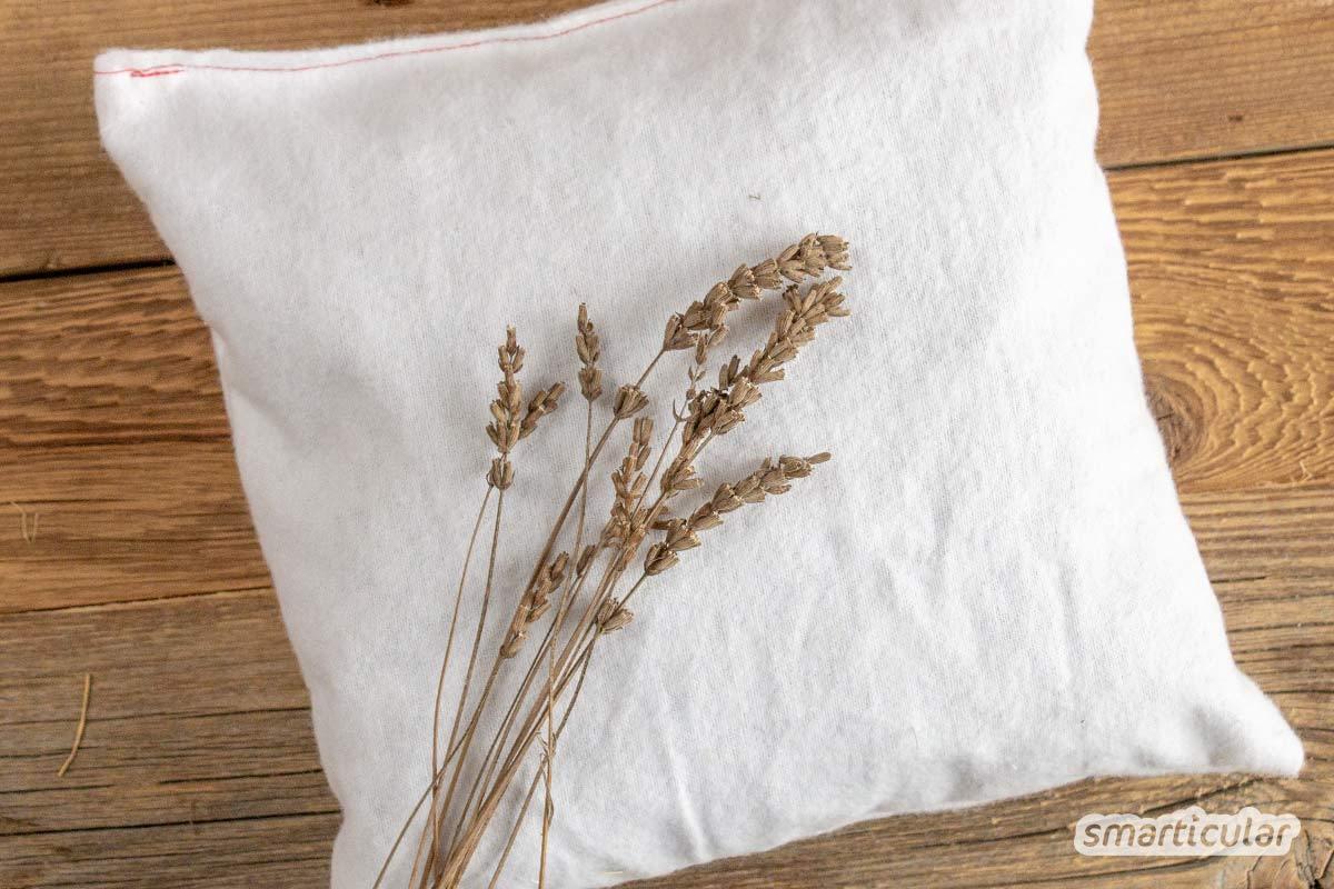 Ein Kräuterkissen wirkt beruhigend, konzentrationsfördernd oder auch schlaffördernd. Mit einem selbst genähten und individuell befüllten Kissen kannst du genau die gewünschte Wirkung erzielen.